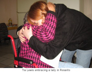 Tia Lewis embracing a lady in Rosarito